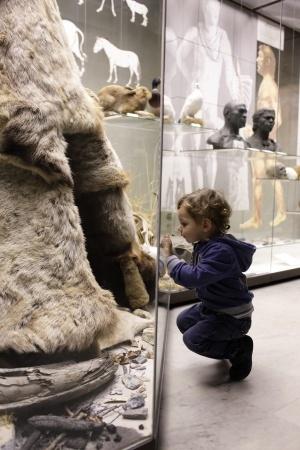 Child visits museum